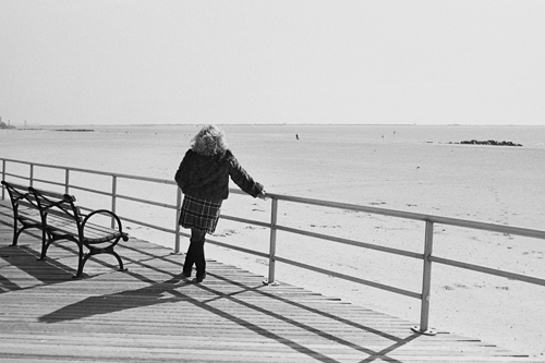 lady_on_boardwalk_mar08.jpg