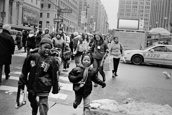 kids_crossing_street_dec08